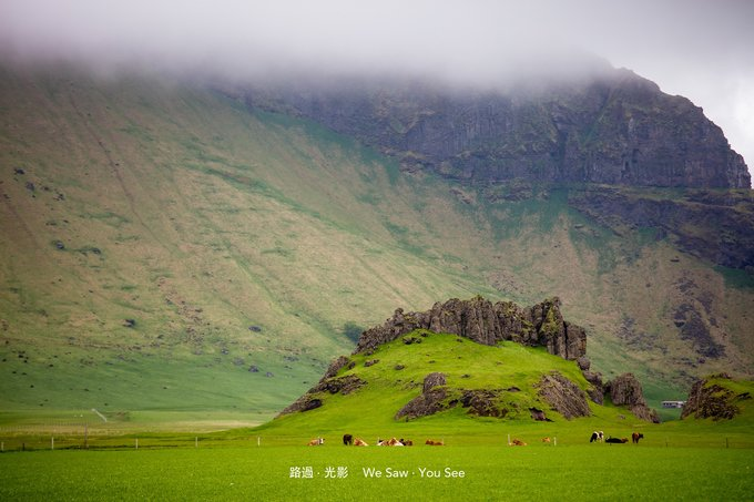 Although the clouds locked up hill, but let that touch of green at the foot of the mountain becomes increasingly pure, this is Iceland!