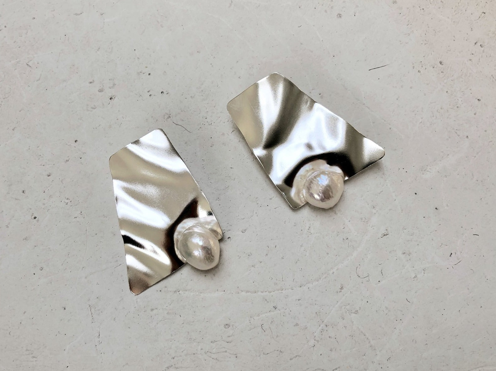 Wavy pearl earrings 3