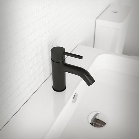 UNO BASIN MIXER CURVED SPOUT DISPLAY