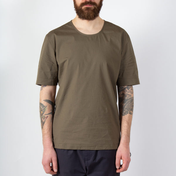 Caddy Tee In Olive Stretch Woven Cotton worn