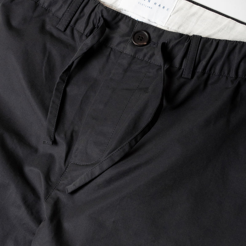 Inverness Trouser In Navy Water Repellent Cotton waist detail