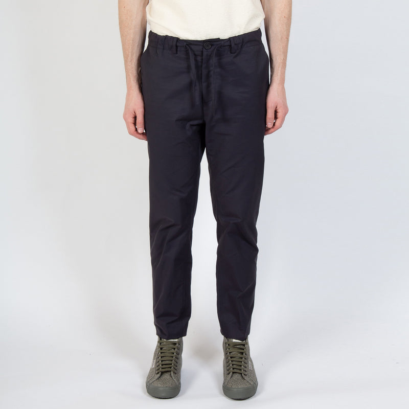 Inverness Trouser In Navy Water Repellent Cotton worn