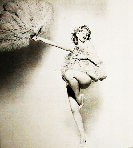 Marilyn Monroe. Dancing Queen with a hand fan, hand-fan, fan, abanico