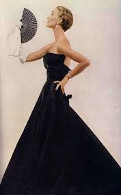Cristian Dior model with hand-fan V&A exhibition for design and fan lovers