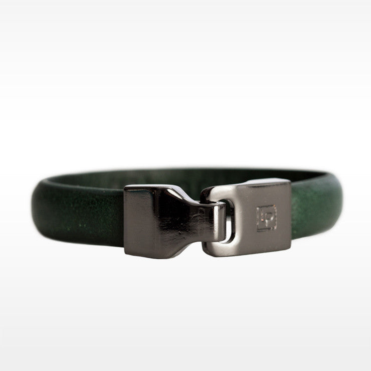 Linea Pelle Hook Closure Bracelet in Hunter
