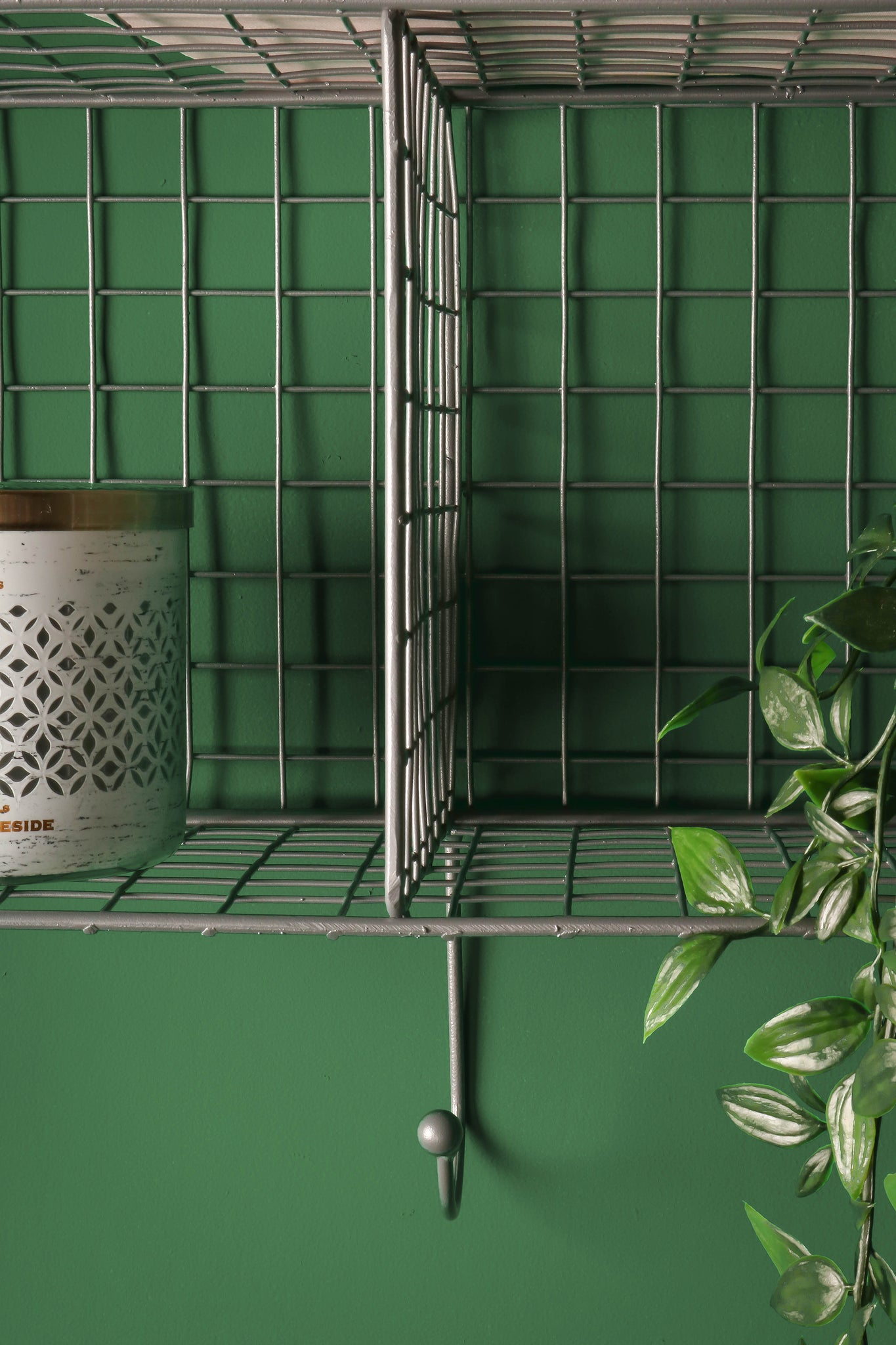 Whaleycorn; Three Hole Industrial Style Metal Wire Wall Storage.