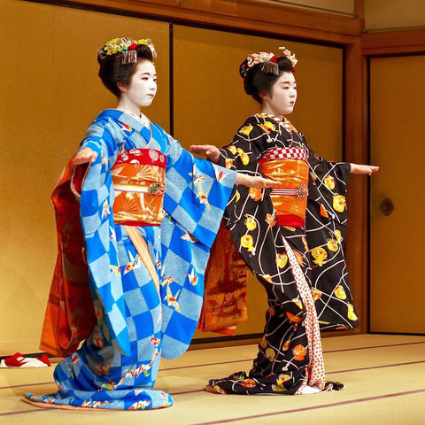 Geisha dancing in Japan: source hauteculturefashion.com