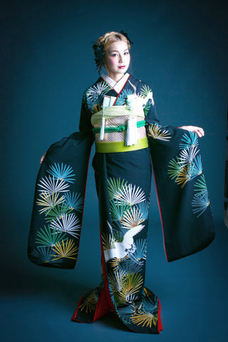 source:the-wedding.jp, via Bloglovin.com TheKimonoGallery-modern furisode