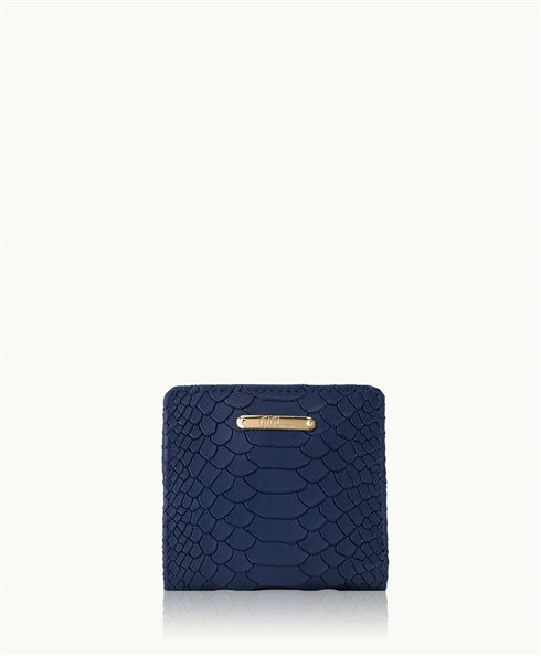 GiGi New York Cleverly compact, a minimalist piece with lots of room for credit cards, currency and ID. This is the perfect wallet for the woman on-the-go. - Ship Chic