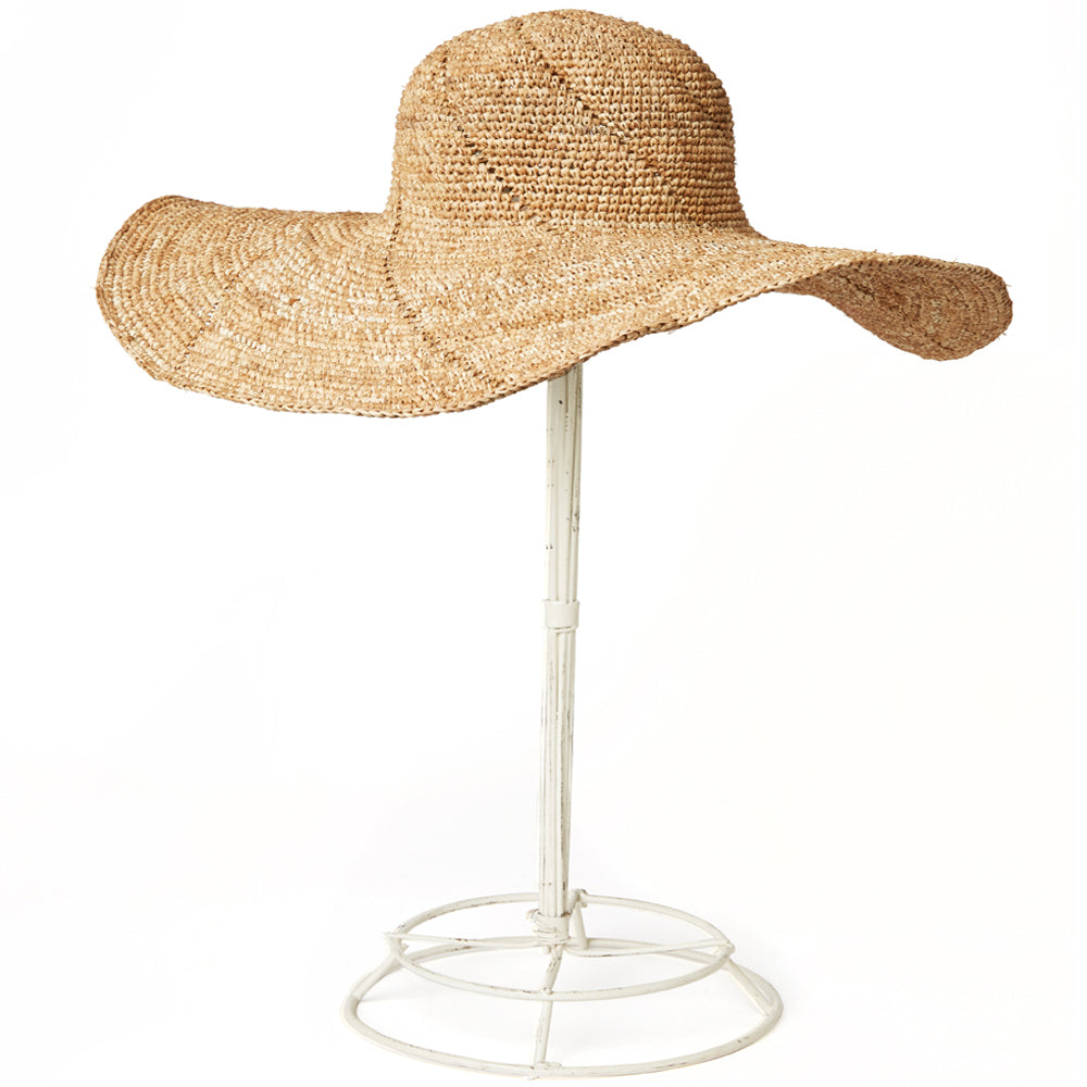 Our Dakota sun hat combines glamour and practicality, with it's full brim and beautiful crochet detailing. Gives lots of great sun protection and has wire for shaping.