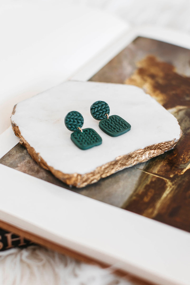 women's plaid shacket, plaid longline coat jacket with a draped lapel, open closure, and side pockets plaid longline jacket with long sleeves, a draped lapel, open closure, and side pockets.