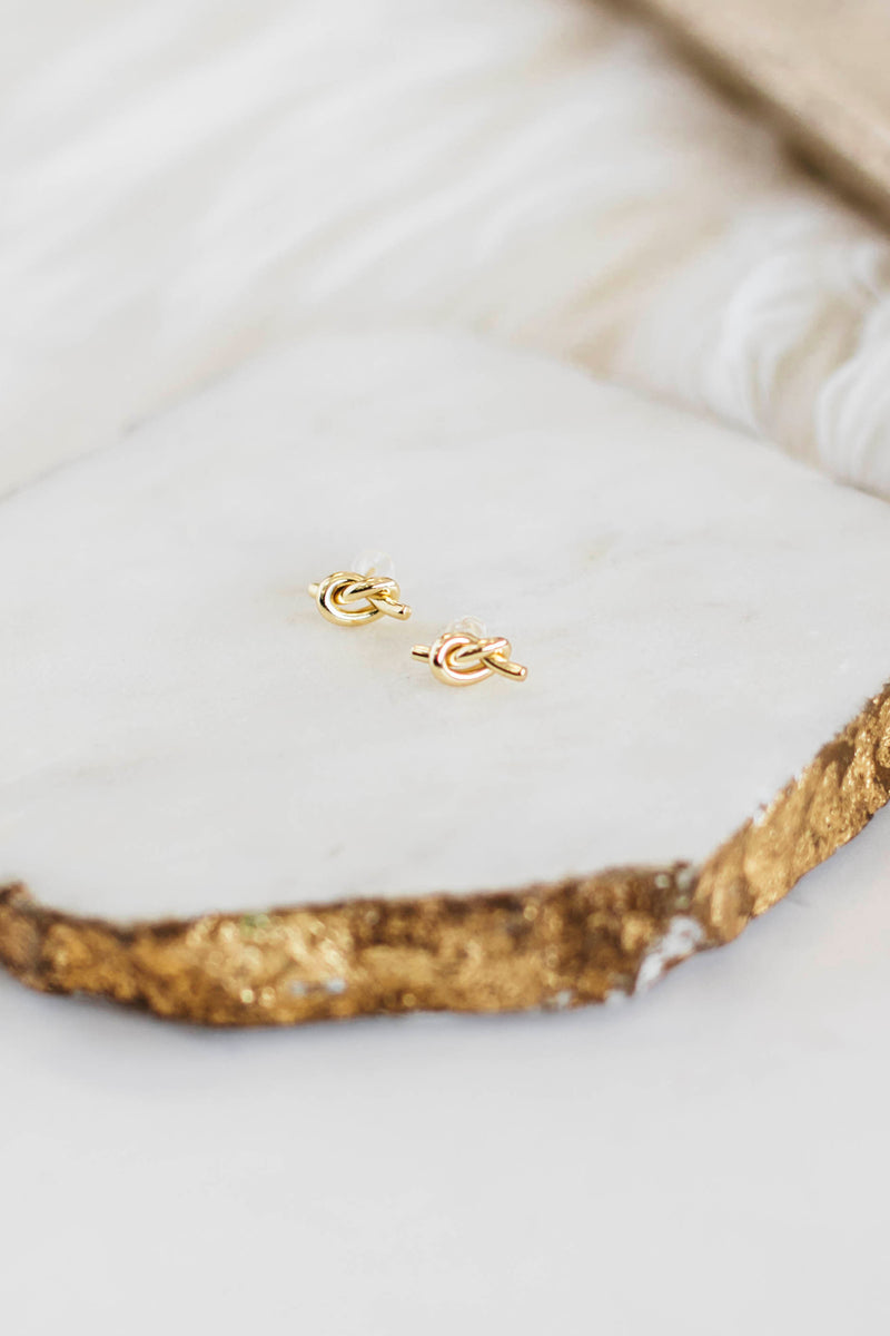 leggings are black matte yoga leggings that feature a full length, with a front keyhole pocket and a wide waistband and buttery feel.