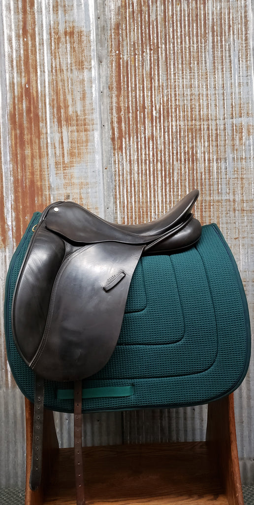 "18"" Windsor Elite Dressage Saddle (Gently Used)"