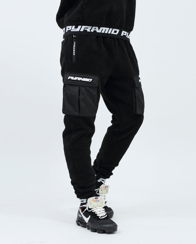 Full Sherpa Logo Cargo Pocket - Color: Black