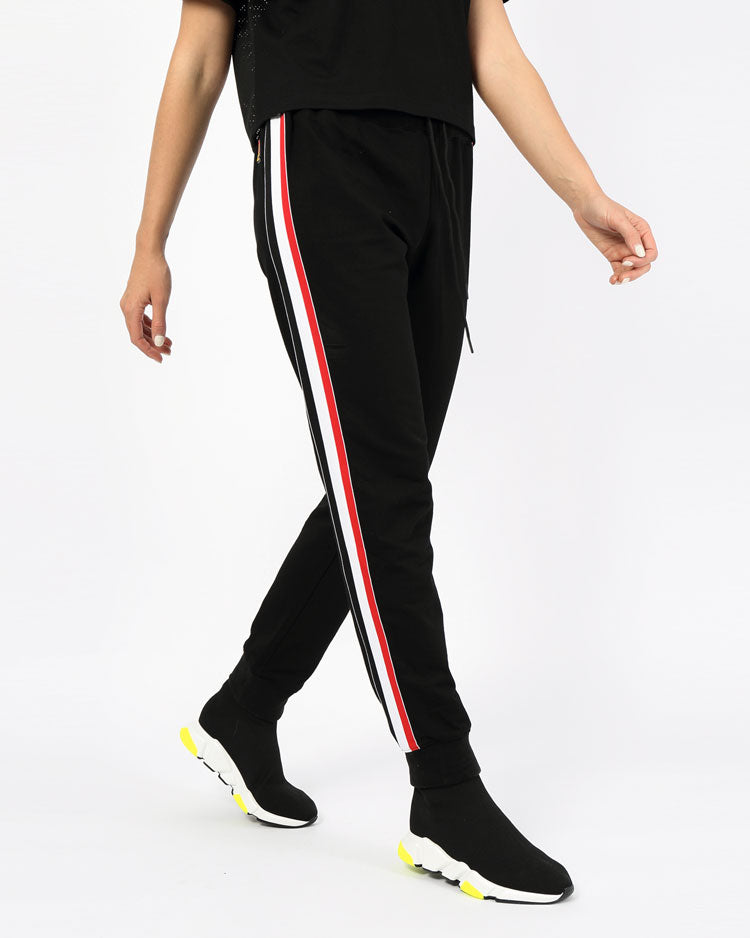 WOMANS FUTURE CLASSIC JOGGER PANT-COLOR: BLACK