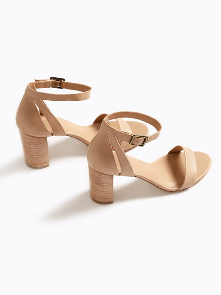 Elizabeth Heel FASHIONABLE