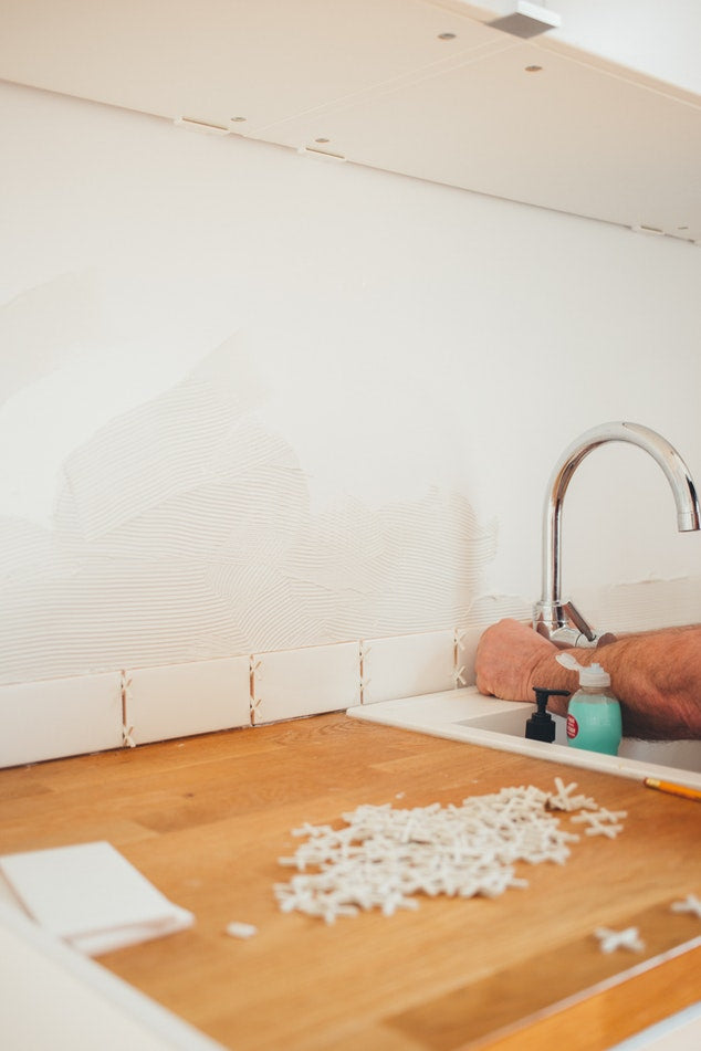 How to Grout Granite Tiles