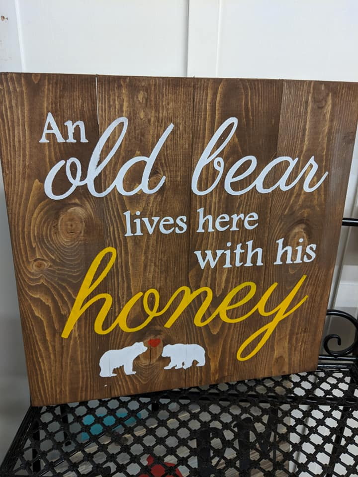 An old bear lives with his honey