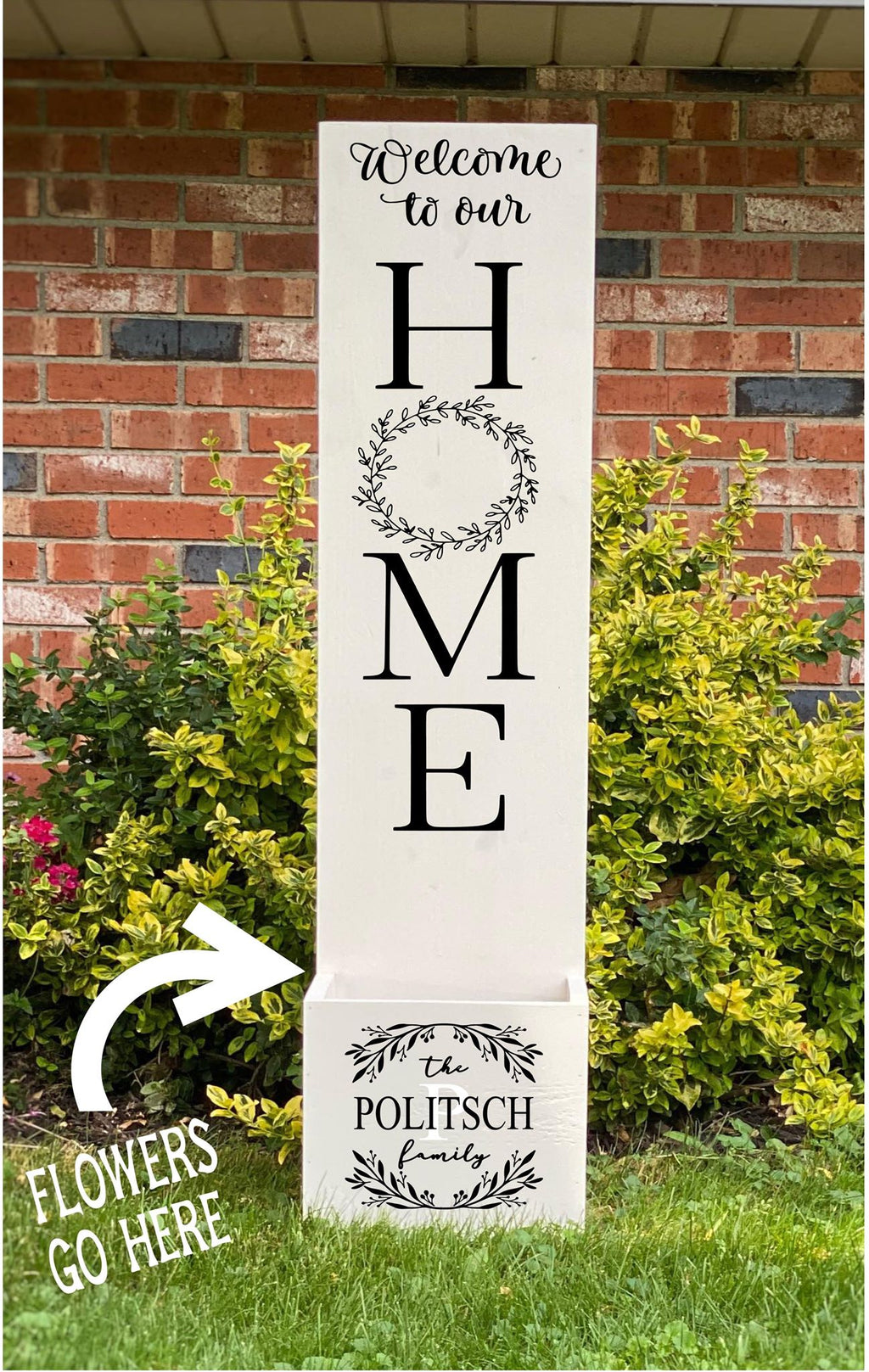 Porch Planter - Welcome to our Home with wreath in O - Family name with split wreath