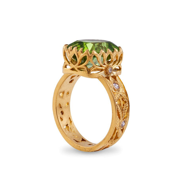 Peridot 7.7 Carat & 22kt Yellow Gold Dress Ring