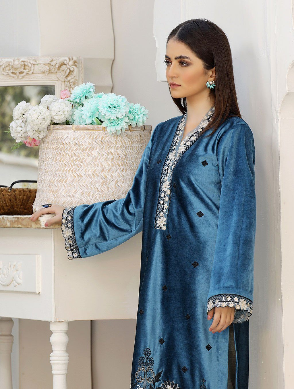 Luxury Embroidered Velvet Pret Kurti ER-141 Luxury Pret FASSTILAD