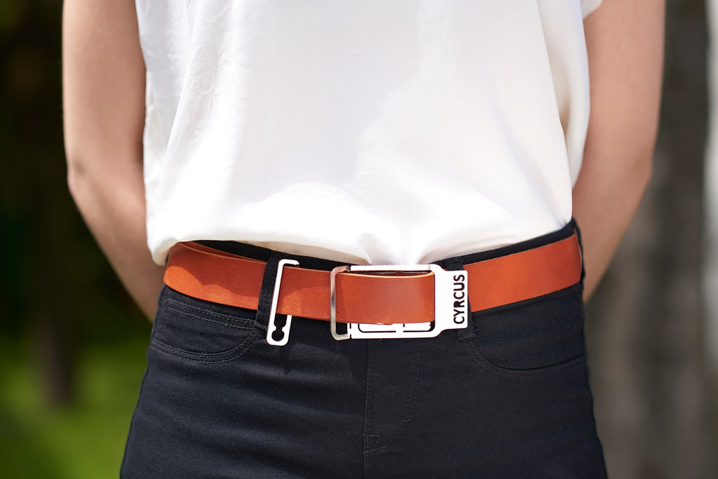 CYRCUS BELT by Denis Santachiara. Cintura con fibbia in acciaio, che si regola senza buchi sulla cinghia, pratica veloce elegante. Belt with steel buckle, which adjusts without holes on the belt, fast elegant practice.