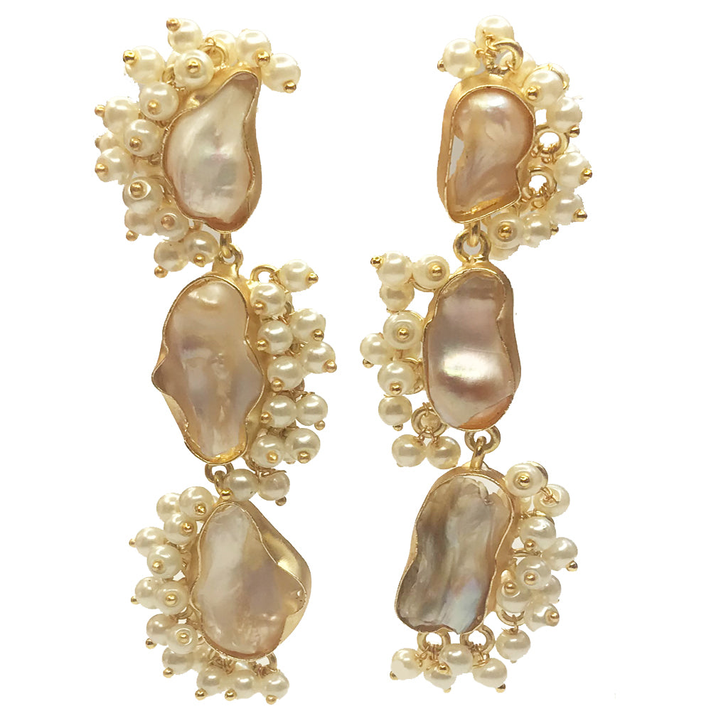 Serene pearl earrings