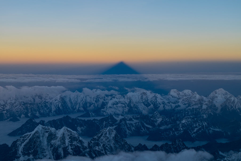 mt everest summit shadow