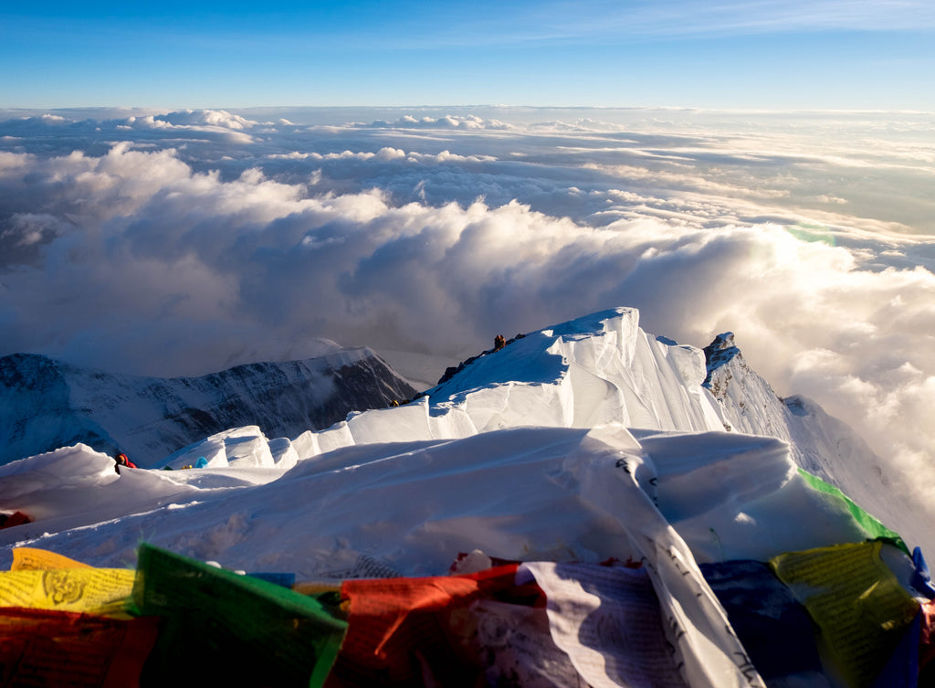 prayer flags over mt everest