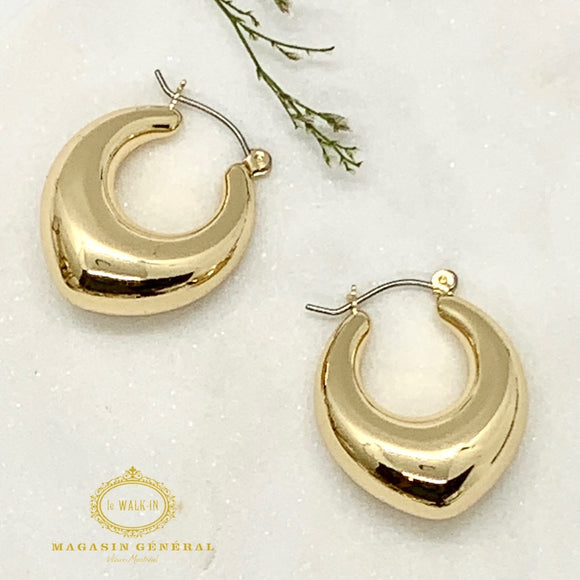 Artistic Earrings in Drop-Shaped