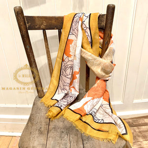 Foulard Tendres Roses Dessinées Bordure jaune unie