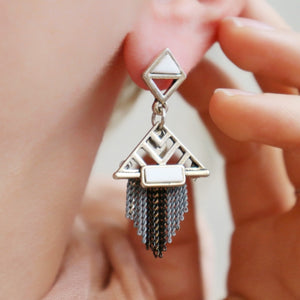 Boucles Inspiration Art Déco Triangles Chainettes Argentées - Le Walk-in MGVM