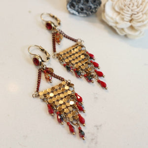 Boucles Chandelier Chainette sur Crochet doré  Or Billes Rouges - Le Walk-in MGVM