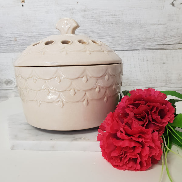 Scalloped Ivory Candle Aire Fan Fragrance Warmer