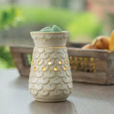 Scalloped Vase - Globe Electric Warmer