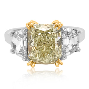 A 2.64ct Fancy Light Yellow Diamond Ring - Lueur Jewelry