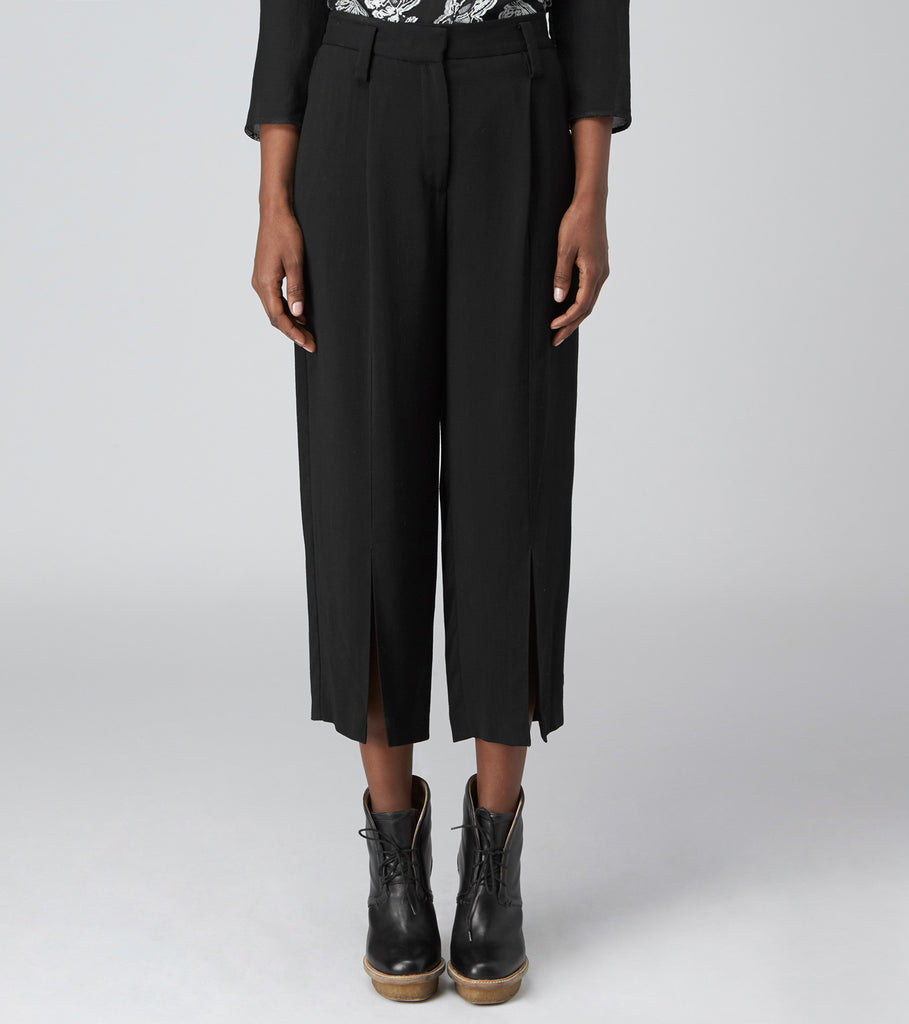 RELAXED ANKLE PANT WITH SLIT