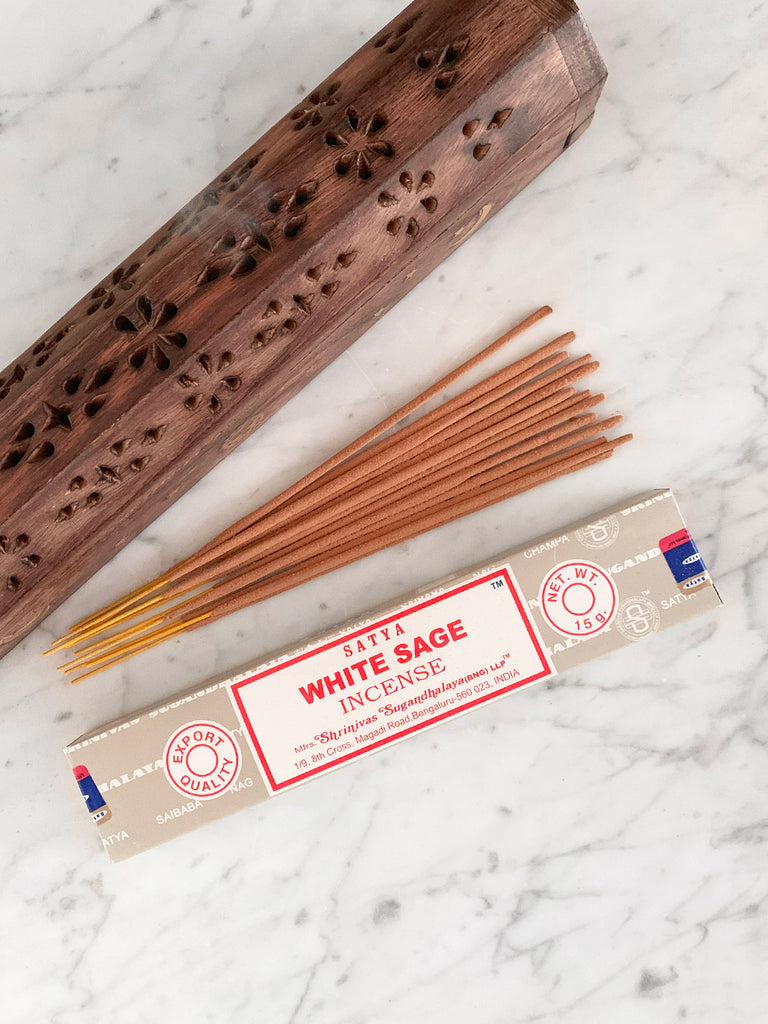 Satya Incense Sticks WHITE SAGE (12 sticks • 15g)