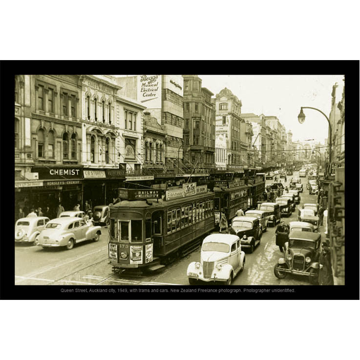 Unique/Thick postcard : Photograph Collection - 1949, Queen Street, Auckland - Kiwi Collections
