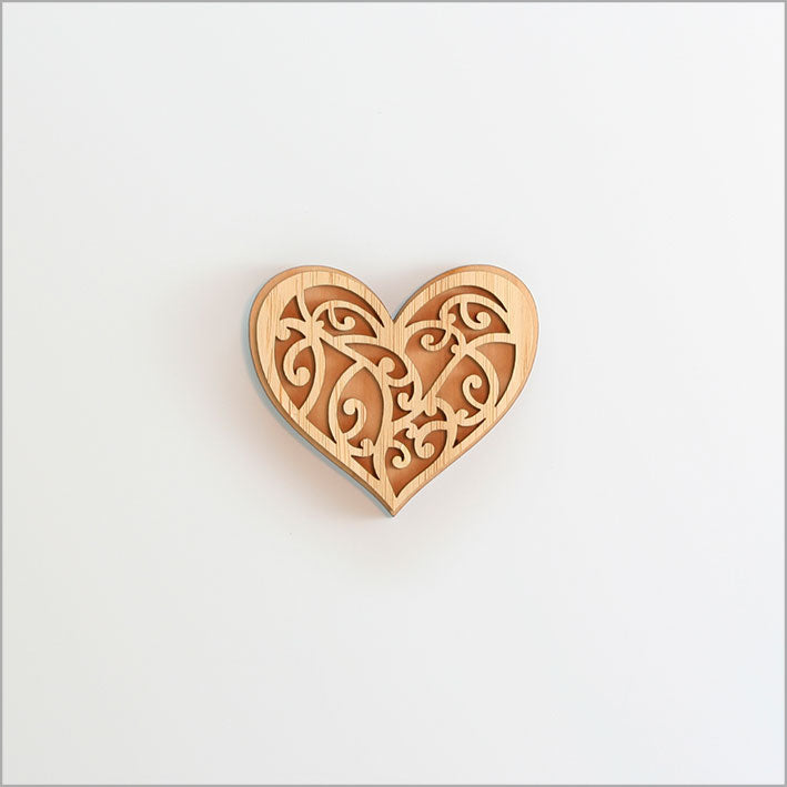 Magnet: Kowhaiwhai Heart (Rimu and Bamboo Veneer) - Kiwi Collections