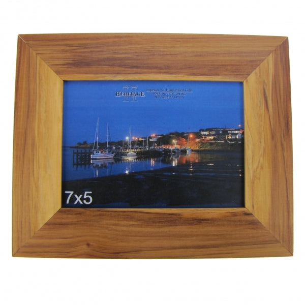 "HG RIMU PICTURE FRAME 7""X5"" - LANDSCAPE - Kiwi Collections"