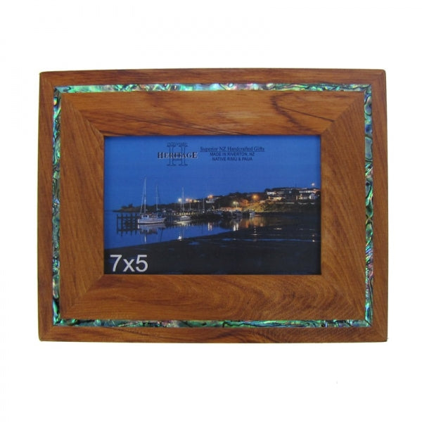 "PICTURE FRAME, RIMU - 7X5"" PAUA STRIP - Kiwi Collections"
