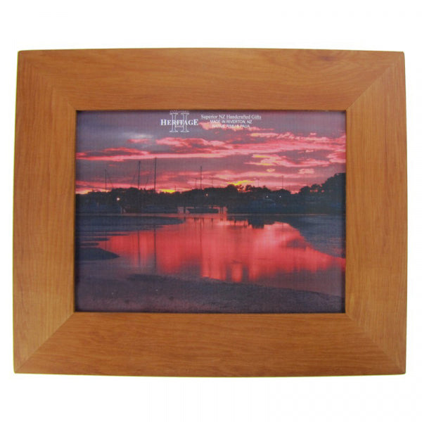 PICTURE FRAME, RIMU - A4 PLAIN LANDSCAPE - Kiwi Collections