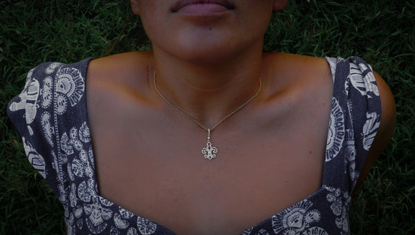 14k Yellow Gold Fleur d lis Necklace