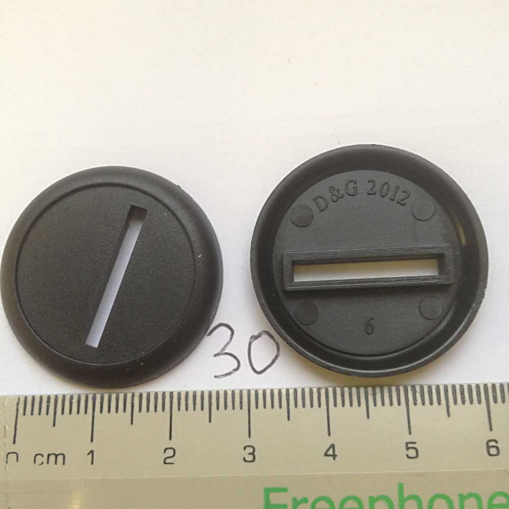 Miniature Bases: 30mm Round Base Lip - slotted (20 bases per blister) [RBLS30]