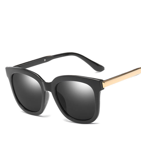 Trendy Vintage UV400 Sunglasses Black Mirror Coating For Women