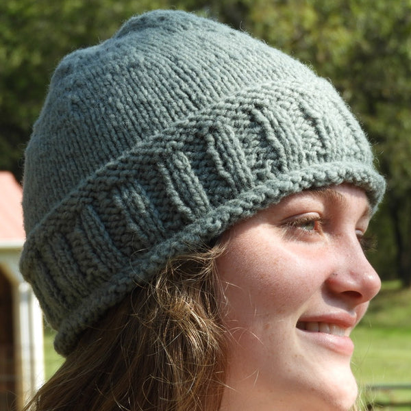 rib & roll hat in Montadale woolen spun yarn