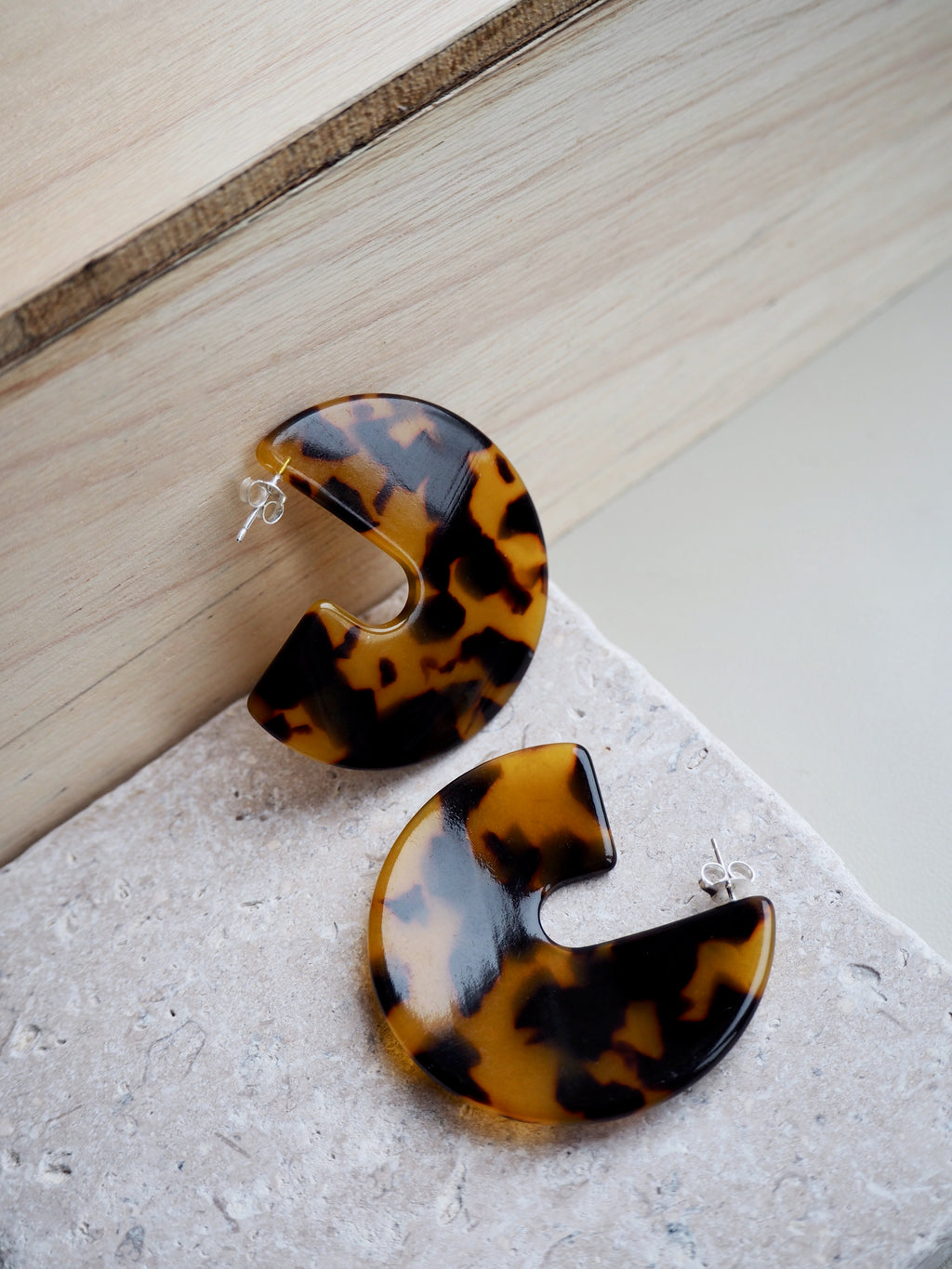 Medium warm tortoiseshell discs