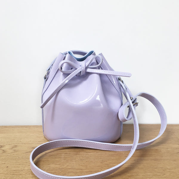 Mini Drawstring in lilac patent