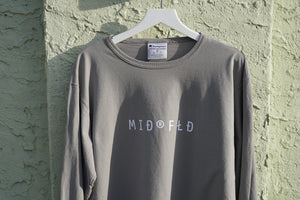 MIDFLD Champion™ - Find the Spa©e Long Sleeve T-Shirt - Concrete